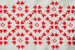 乌克兰刺绣民间样式装饰品 种族纹理设计  由红色和白色螺纹的被绣的元素 免版税库存照片
