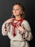 乌克兰刺绣的美丽的严肃的少妇 图库摄影