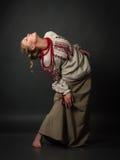 乌克兰刺绣跳舞的美丽的愉快的逗人喜爱的少妇 图库摄影