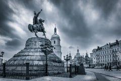 乌克兰司令官索非亚广场的波格丹赫梅利尼茨基在Kyiv,乌克兰 图库摄影