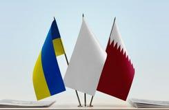 乌克兰和卡塔尔的旗子 库存图片