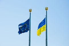 乌克兰和欧盟旗子  图库摄影