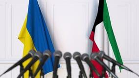 乌克兰和科威特的旗子在国际会议或交涉新闻招待会 3D动画 股票录像