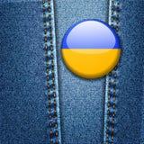 乌克兰在牛仔裤牛仔布纹理传染媒介的旗子徽章 免版税库存图片