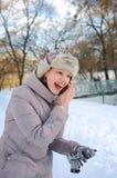 年轻乌克兰女孩在一个公园在冬天 免版税库存照片