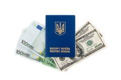 乌克兰护照和金钱 免版税图库摄影