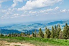乌克兰村庄的全景从山峰的 免版税图库摄影