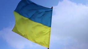 乌克兰的旗子旗竿的 乌克兰国旗 股票录像