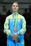 乌克兰的里约2016年奥运会妇女` s马刀单独青铜色奖章获得者奥尔加Kharlan在奖牌仪式期间的 免版税库存图片