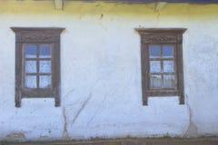 乌克兰种族农村房子窗口的细节  免版税库存图片