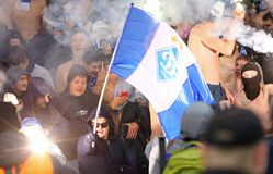 乌克兰语英格兰足球超级联赛:发电机Kyiv对Shakhtar顿涅茨克 库存图片