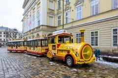 乌克兰,利沃夫州- 2016年12月, 15日:在Th的观光的公路列车 图库摄影