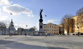 乌克兰,哈尔科夫,在宪法的正方形的独立纪念碑 免版税图库摄影