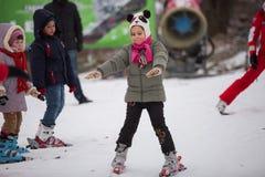 乌克兰,基辅滑雪场普罗塔索夫拜亚尔2015年1月25日 滑雪倾斜在市中心 为孩子的滑雪学校 辅导员 免版税库存照片