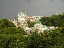 乌克兰,基辅,2010年,Andreevskaya教会,金黄圆顶, 免版税库存图片
