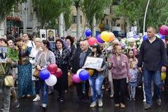乌克兰,基辅- 05 9 2016年:人们庆祝天在城市,一位军事音乐家的街道的胜利 图库摄影