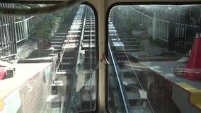乌克兰,基辅2018年8月25日 城市公开路轨生态历史运输基辅缆索铁路在夏天 遗产  股票视频
