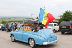 乌克兰, KAMYANETS-PODILSKY - 2009年6月06日 减速火箭的汽车节日在Kamyanets-Podilsky,乌克兰 库存图片