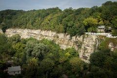 乌克兰, Kamyanets-Podilskyy,峭壁的森林 免版税图库摄影