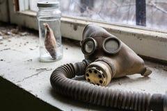 乌克兰 切尔诺贝利禁区 - 2016年 03 20 被传染的辐射面具 免版税库存照片