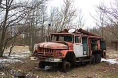 乌克兰 切尔诺贝利禁区 - 2016年 03 20 被放弃的放射性车 免版税库存图片