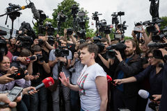 乌克兰Nadiya Savchenko的英雄在从俄国p的解放以后 免版税图库摄影