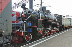 乌兰乌德,俄罗斯- 2014年7月, 16 :在乌兰乌德驻地,俄罗斯平台的老葡萄酒蒸汽机车Ea系列  库存图片