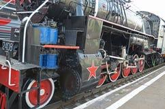 乌兰乌德,俄罗斯- 2014年7月, 16 :在乌兰乌德驻地,俄罗斯平台的老葡萄酒蒸汽机车Ea系列  免版税库存图片
