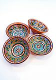 乌兹别克人瓦器-陶瓷做的碗吉日杜万,在布哈拉附近在,他们强调温暖的金黄和棕色颜色 免版税库存照片