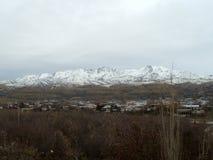 乌兹别克斯坦冬天山  库存照片