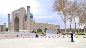 乌兹别克斯坦12月2018年,撒马而罕,列吉斯坦广场,狮子的马德拉斯Sherdor'居民' 免版税库存图片