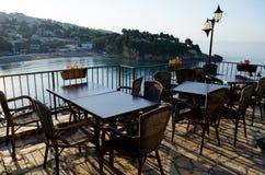 乌尔齐尼,黑山老镇的舒适酒吧餐馆  库存照片