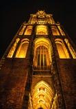 乌得勒支,荷兰- 10月18 :有夜间照明设备的古老欧洲教会 乌得勒支-荷兰 免版税库存照片