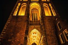 乌得勒支,荷兰- 10月18 :有夜间照明设备的古老欧洲教会 乌得勒支-荷兰 库存图片
