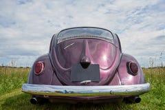 乌托/Franche Comté/France/June 2018年:发光的紫色Volkswage 图库摄影
