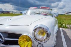 乌托/Franche Comté/France/June 2018年:白色20世纪50年代奔驰B 库存照片