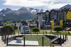 乌斯怀亚,阿根廷, 2016年12月05日:对乌斯怀亚镇的看法与 库存照片