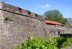 乌日霍罗德城堡的高石墙 免版税库存图片