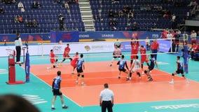 乌法,俄罗斯- 2018年6月10日:比赛俄罗斯伊朗, FIVB排球国家同盟2018年 伊朗队赢取了在坚硬战斗的点 影视素材