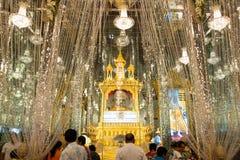 乌泰他尼府,泰国- 2019年1月12日:唱歌的Wat南塔河看法或Wat Chantharam或玻璃镜子寺庙,这著名的和 免版税库存照片