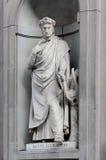 乌菲齐柱廊的适当位置的但丁・阿利吉耶里,佛罗伦萨 库存照片