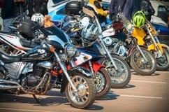 乌里扬诺夫斯克,俄罗斯- 2016年4月30日摩托车季节开头 每年摩托车扇动会议和游行 库存图片