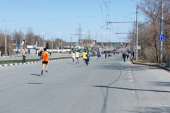 乌里杨诺夫斯克号,俄罗斯- 2019年4月20日:每年城市春天马拉松 r r 库存图片