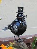 乌鸦鸟雕塑 免版税库存照片