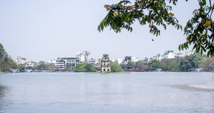 乌龟塔在Hoan Kiem湖 免版税库存照片