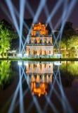乌龟塔的夜视图在还剑湖的 河内 免版税库存照片