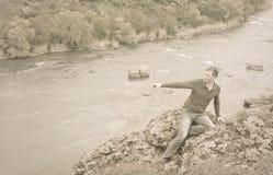 乌贼属定了调子一个人的画象岩石峭壁的 免版税库存照片