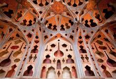 乐器在伊朗的宫殿塑造了墙壁 免版税库存图片