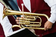 乐器在手上,风琴 免版税库存照片