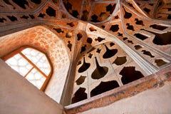 乐器的样式在伊朗的宫殿墙壁上的  免版税库存图片